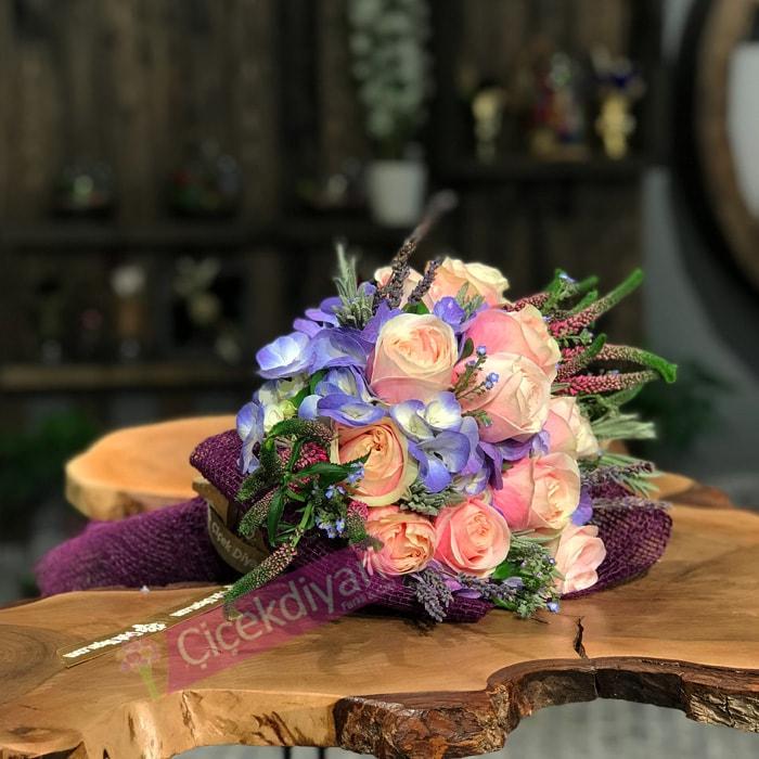 Ortanca ve Pembe Güller