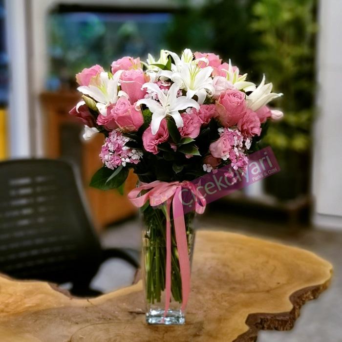 Lilyumlar ve Pembe Güller